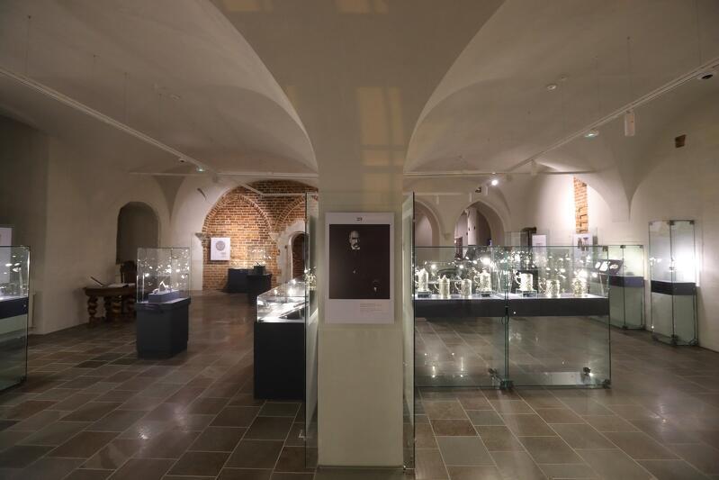 """Wystawę """"Gdańszczanie 1939"""" można oglądać od 1 września do 11 listopada 2019 r. w Galerii Palowej Ratusza Głównego Miasta przy ul. Długiej 46/47. Wcześniej w tym miejscu można było oglądać m.in. wystawę Bursztyn Bałtycki - tradycja i innowacja"""