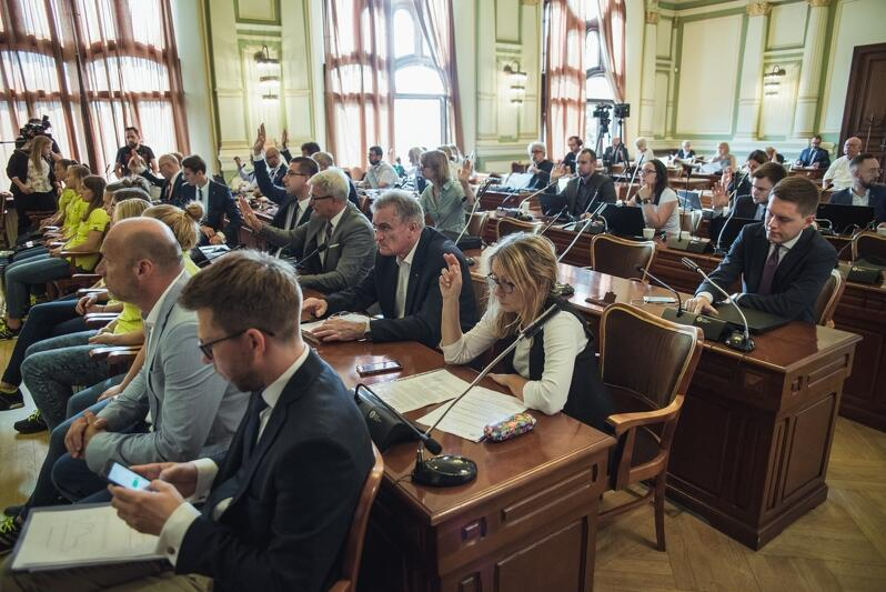 W trakcie sierpniowej sesji radni podjęli m.in. apele poświęcone rocznicy wybuchu II wojny światowej oraz podjęcia działaniom przeciw zmianom klimatycznym