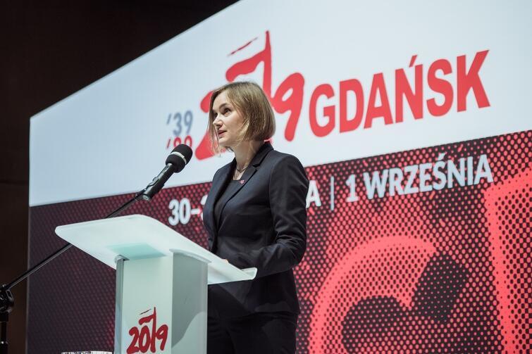 """- Państwo solidarne to takie, którego obywatele są wolni i mogą brać swoje sprawy w swoje ręce, ale gdy doświadczają trudności mogą liczyć na państwo - mówiła dr Dominika Kozłowska, redaktorka naczelna miesięcznika """"Znak"""""""