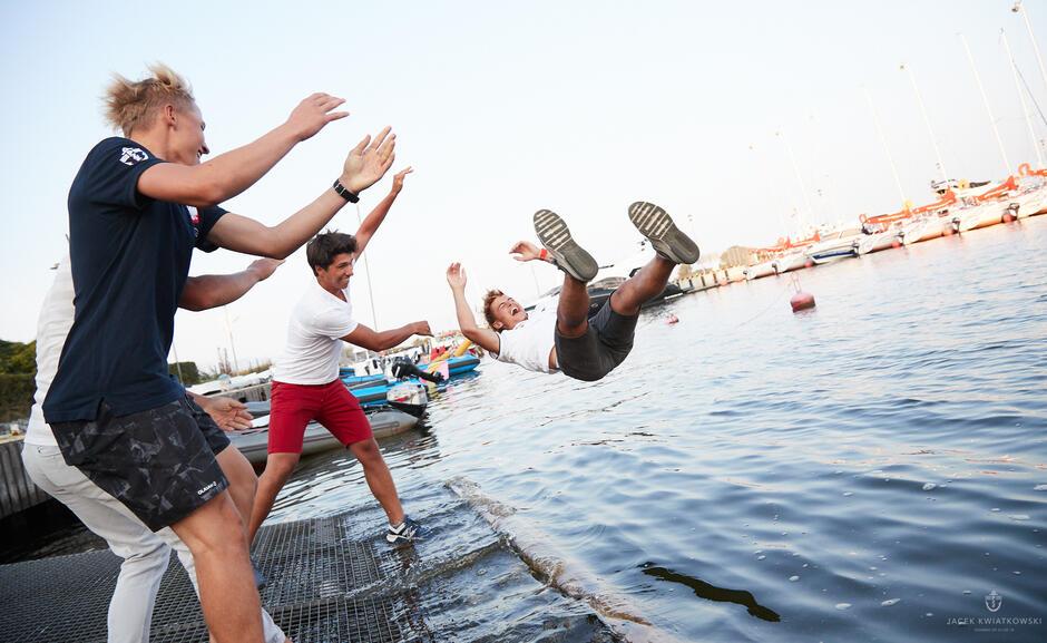 Najlepsi w nagrodę lądowali w wodzie