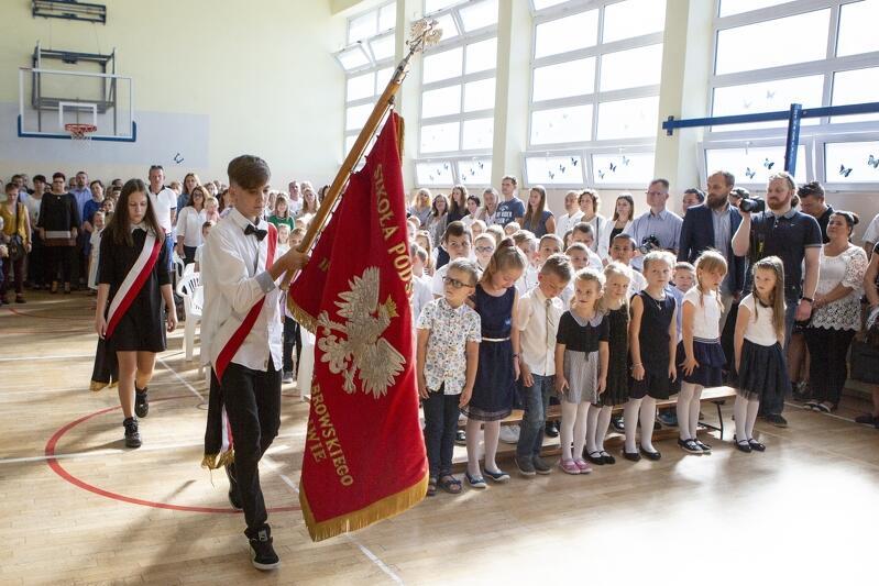 Tak było rok temu: rozpoczęcie roku szkolnego 2018/2019 w Szkole Podstawowej nr 76 oraz inauguracja zajęć w klasie z językiem chińskim