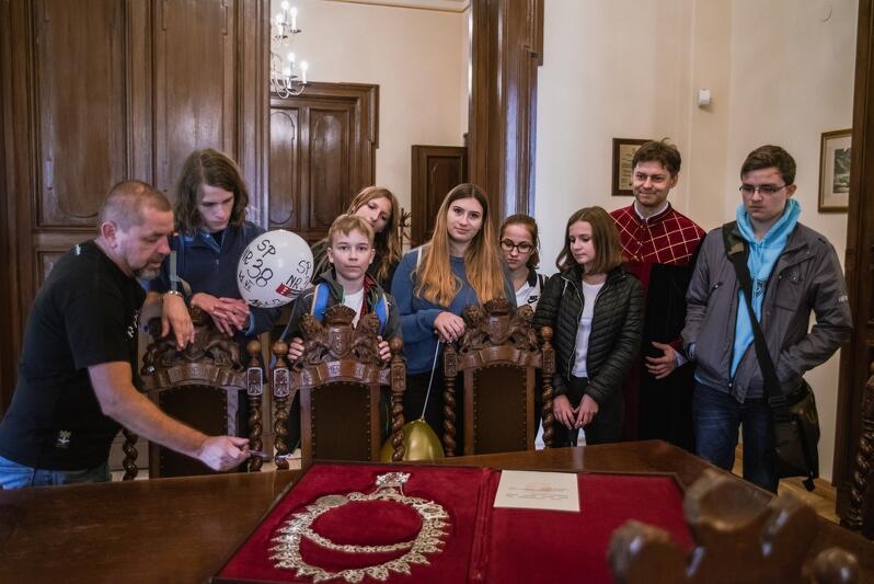 Dzień otwarty Rady Miasta Gdańska, jedną z atrakcji jest zwiedzanie budynku Nowego ratusza z przewodnikiem