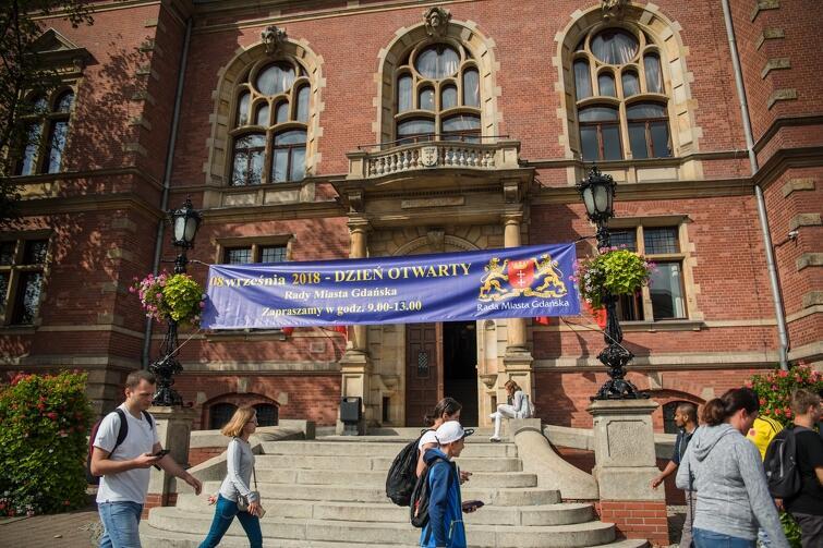 Dzień Otwarty Rady Miasta co roku przyciąga tłumy zainteresowanych mieszkańców i turystów. Można porozmawiać z radnymi, do dyspozycji zwiedzających jest Nowy Ratusz (dawny budynek Żaka) i dziedziniec, na którym tradycyjnie organizowany jest festyn
