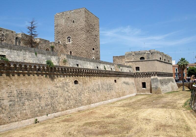 Najcenniejszy zabytek Bari - Castello Svevo, w którym wychowała się królowa Bona