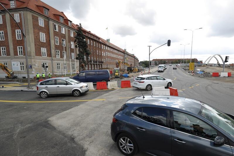 Wprowadzenie zmiany w organizacji ruchu polegało na otwarciu wyjazdów z ul. Toruńskiej w kierunku centrum Gdańska i Pruszcza Gdańskiego
