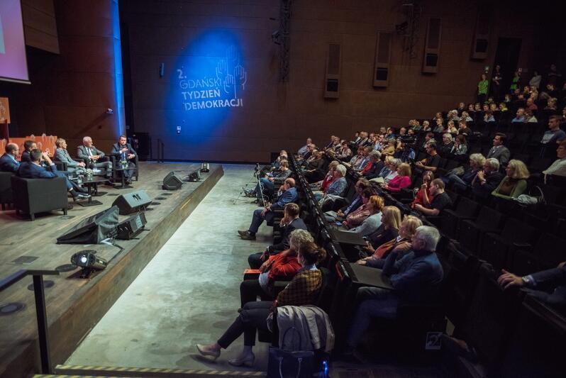 Wrzesień 2017 roku, druga edycja Gdańskiego Tygodnia Demokracji. Na zdjęciu podczas debaty prezydentów wECS - Czy możliwe jest demokratyczne państwo bez samorządu?
