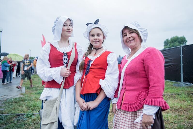 Tradycją Retro Dolnego Miasta jest przebieranie się uczestników w stroje z dawnych epok