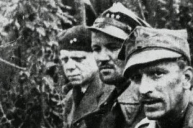 Polscy oficerowie po kapitulacji na Westerplatte. Pierwszy z prawej - kpt. Franciszek Dąbrowski
