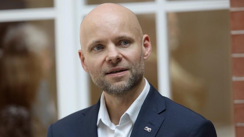 Alan Aleksandrowicz jest zastępcą prezydenta Gdańska ds. inwestycji od maja br., ale dla gdańskiego samorządu pracuje od 1994 r. - w tym przez ostatnie dziesięć lat kierował miejską spółką InvestGda, która zrealizowała liczne projekty