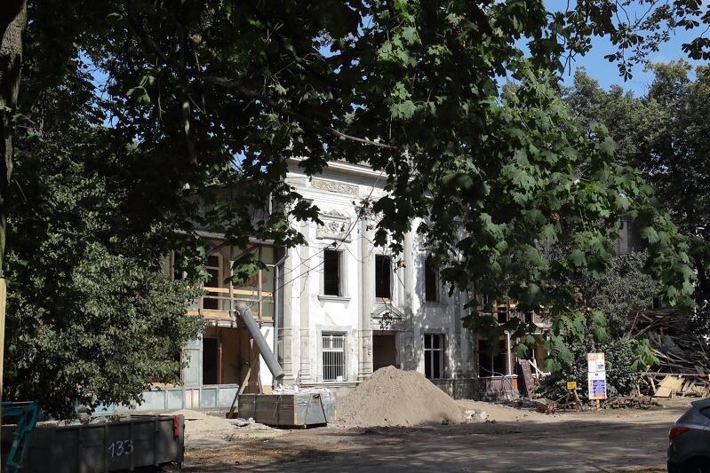 Rozpoczęły się prace modernizacyjne w dawnym Domu Zdrojowym w Brzeźnie