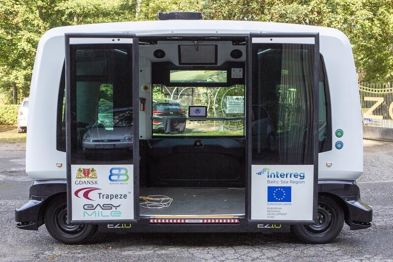 Podczas jednego kursu autonomiczny bus przewiezie maksymalnie 12 osób, wliczając w to operatora.