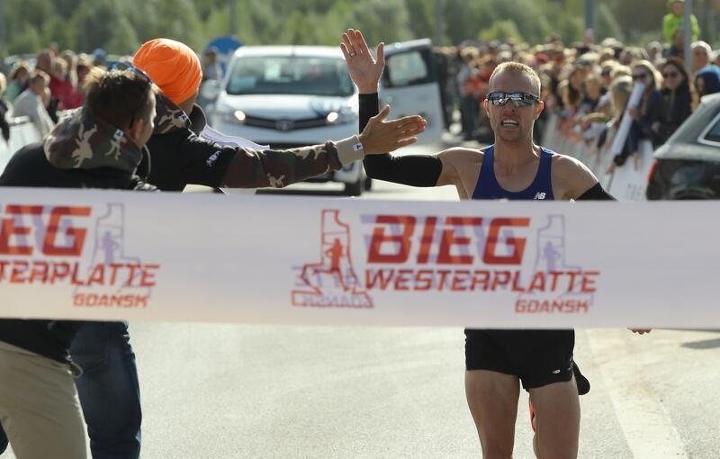 Zwycięzca biegu Adam Głogowski z klubu Ekonomik Maratończyk Lębork