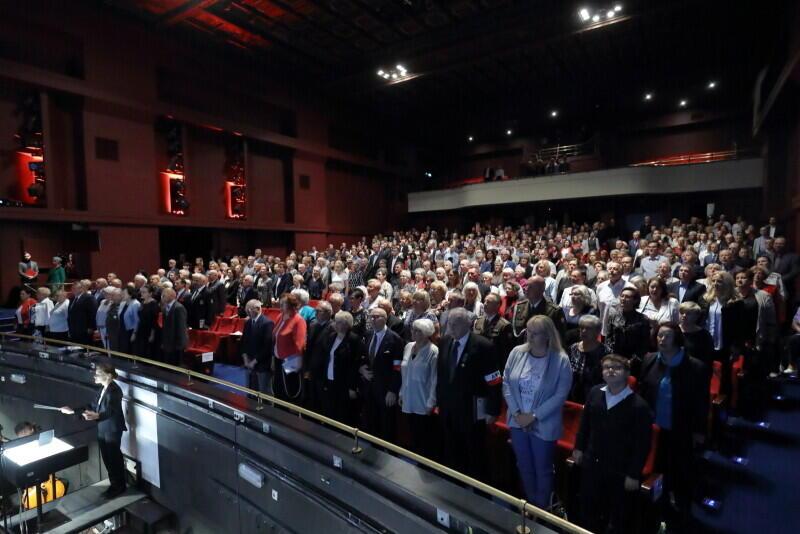 Od odśpiewania Hymnu Narodowego rozpoczął się uroczysty Koncert z okazji Dnia Weterana w Gdańsku