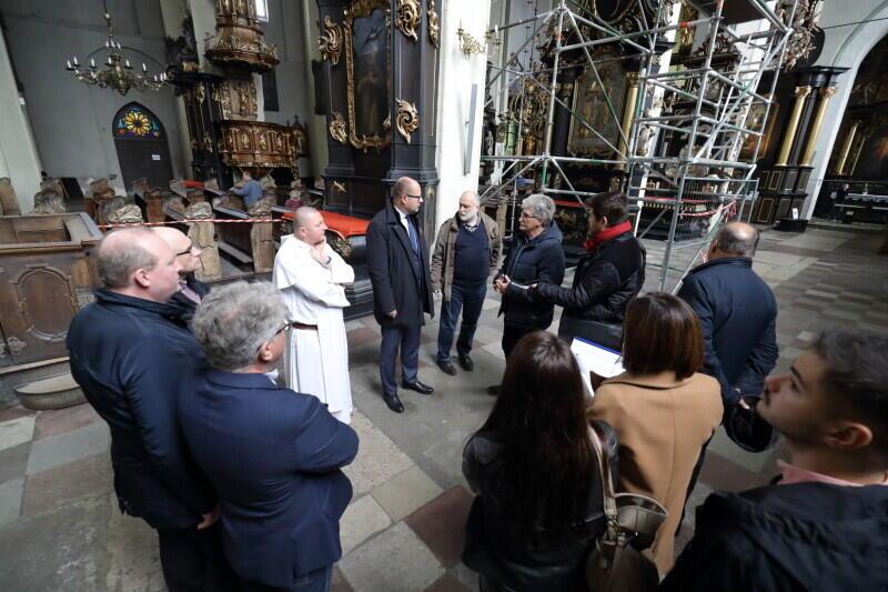 Tuż po zaalarmowaniu przez dominikanów, że może dojść do katastrofy budowlanej, prezydent Paweł Adamowicz powołał zespół antykryzysowy, aby uratować kościół