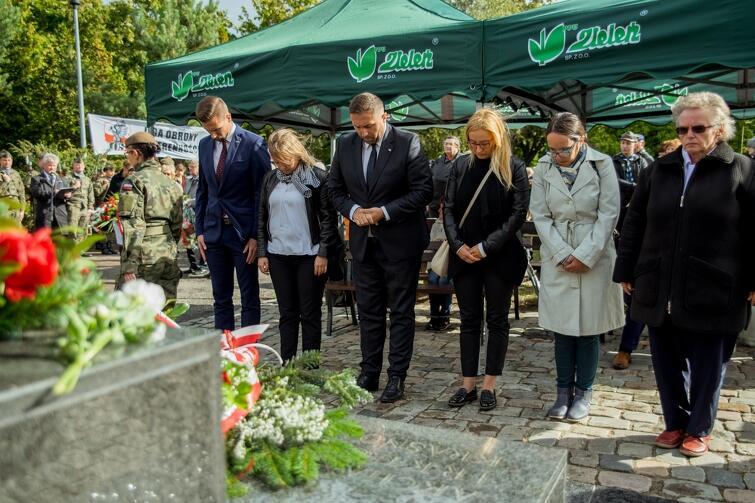 W uroczystościach wzięły udział m.in. władze Gdańska: wiceprezydent Piotr Borawski oraz Radni Miasta Gdańska