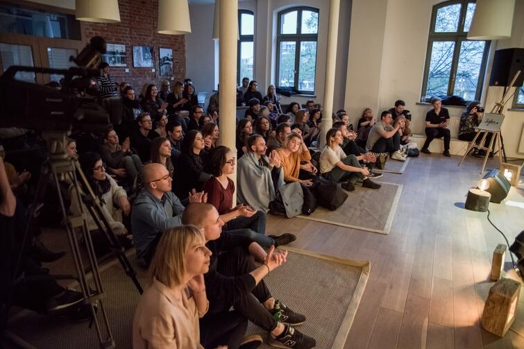 W Gdańsku Noc Księgarń odbędzie się m.in w Sztuce Wyboru - miejscu, które aktywnie uczestniczy w życiu kulturalnym Trójmiasta. Nz. koncert w ramach cyklu Sofar Sounds