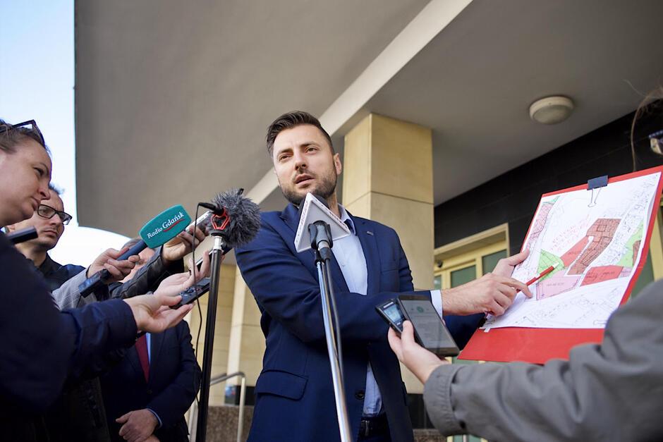 Daniel Stenzel, rzecznik Prezydent Gdańska, wyjaśniał w czwartek m.in. kwestię własności gruntów przy ul. Migowskiej