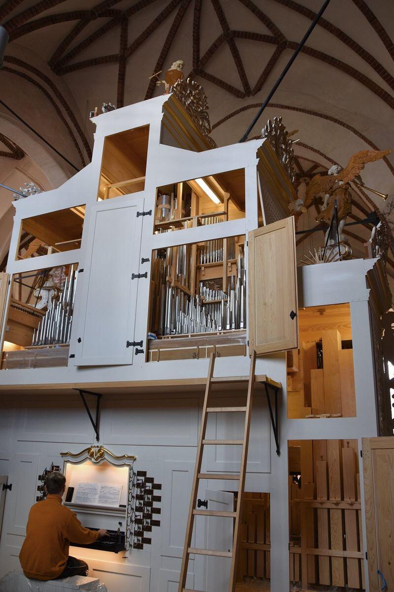 Trwa strojenie instrumentu