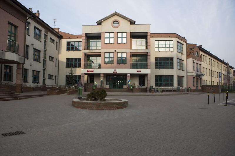 Spotkanie z Prezydent Gdańska zaplanowano przy gmachu Szkoły Podstawowej nr 85