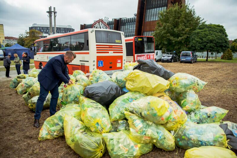 Tyle plastikowych butelek udało się zebrać podczas Europejskiego Tygodnia Zrównoważonego Transportu. Po pikniku zostaną zutylizowane