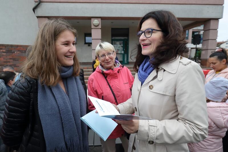 Aneta, uczennica słynnej Topolówki  nie przyszła na spotkanie z włodarzami Gdańska, by zgłosić jakiś problemem. Dziewczyna przyszła jednak z konkretnym pytaniem, a w zasadzie z zaproszeniem...
