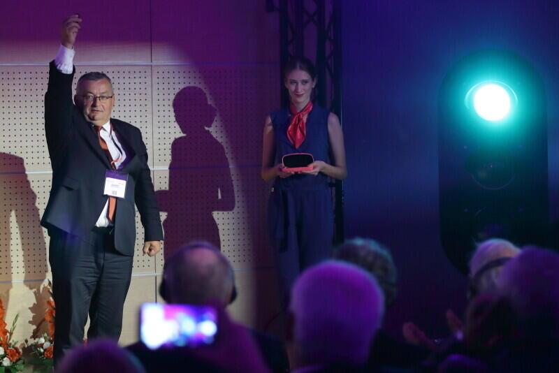 Minister infrastruktury Andrzej Adamczyk zapala zielone światło na semaforze dla TRAKO 2019