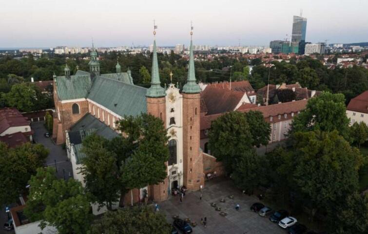 Pierwsza wzmianka o Oliwie pojawiła się 1186 roku. Dzielnicą Gdańska jest od 1926 roku