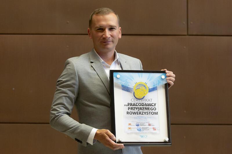 Łukasz Krąglewski odebrał certyfikat w imieniu spółki Axes System