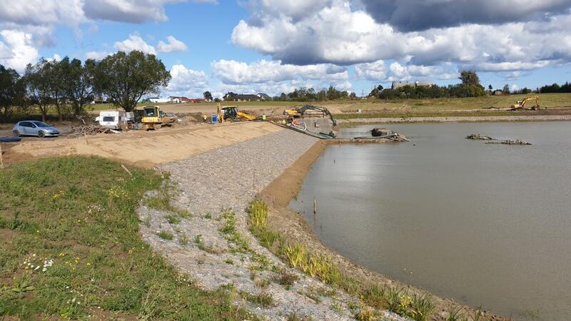 W Kokoszkach trwa budowa zbiornika retencyjnego Strzelniczka II