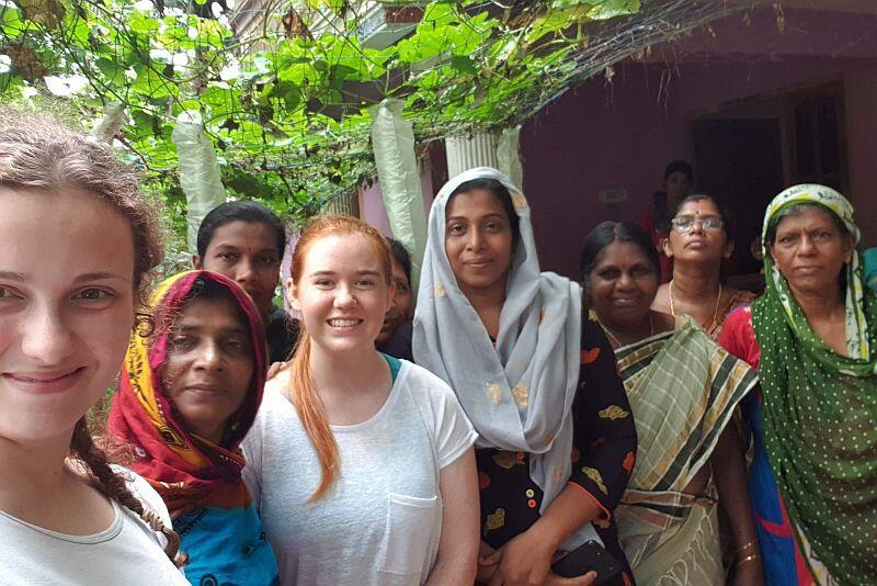 Członkinie lokalnego stowarzyszenia zrzeszającego kobiety-przedsiębiorców. Jeden ze zbudowanych przez nas stawów, należy właśnie do tej organizacji