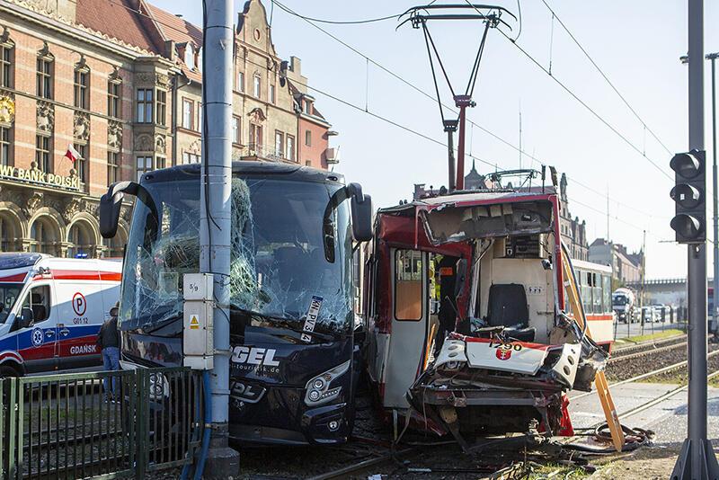 Do wypadku doszło po godz. 14:00, przy Bramie Wyżynnej, na wysokości Forum Gdańsk