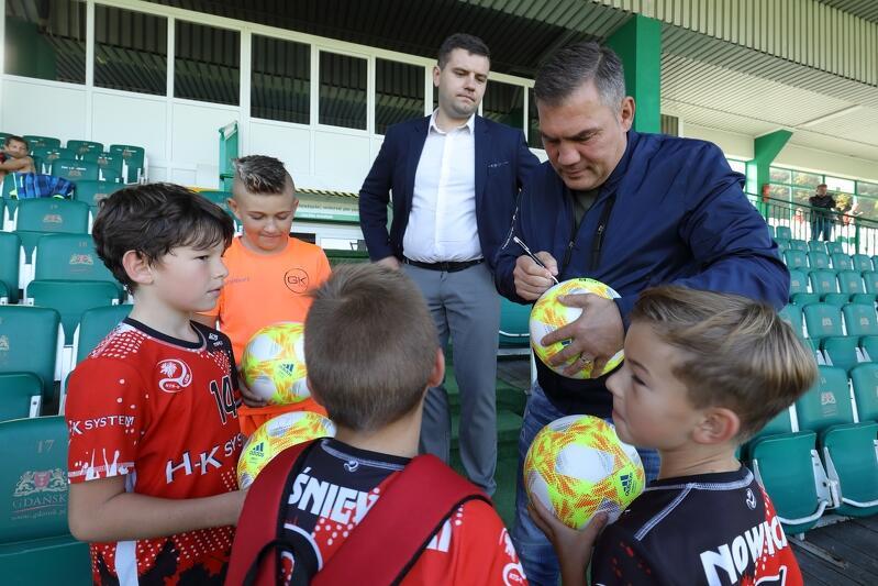 Młodych piłkarzy obserwował były mistrz świata w boksie Dariusz Michalczewski, który później rozdawał autografy