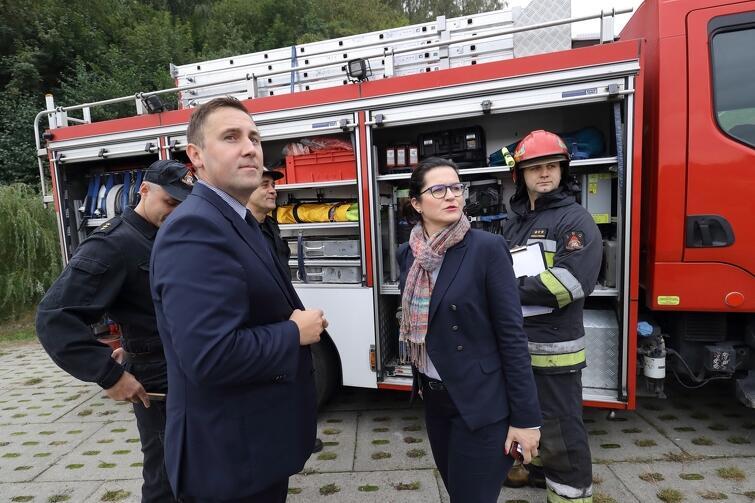 Uczestniczące w manewrach ekipy odwiedzili prezydent Gdańska Aleksandra Dulkiewicz i zastępca prezydenta ds. przedsiębiorczości i ochrony klimatu Piotr Borawski