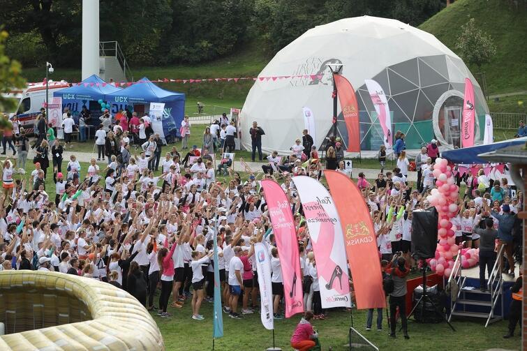 Race for the Cure Gdańsk 2019. Na terenie Hevelianium wyrosło Różowe Miasteczko, a w nim warsztaty, stoiska edukacyjne i atrakcje dla uczestników i odwiedzających