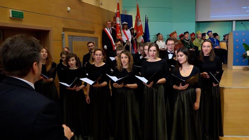 Uroczystość uświetnił koncert Akademickiego Chóru Uniwersytetu Gdańskiego pod kierownictwem prof. Marcina Tomczaka