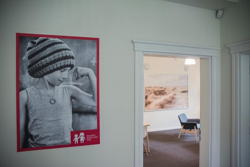 Centrum Pomocy Dzieciom prowadzona jest przez Fundację Dajemy Dzieciom Siłę. Oferowana będzie kompleksowa pomoc: psychologiczna, prawna oraz medyczna dzieciom, które doświadczyły przemocy lub wykorzystywania seksualnego i ich opiekunom