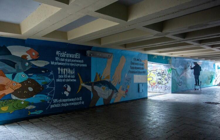 Murale powstały z inicjatywy WWF Polska. Mają zwrócić naszą uwagę na wyzwania, z jakimi mierzy się Morze Bałtyckie, a także na światowy problem przełowienia i niezrównoważonego rybołówstwa