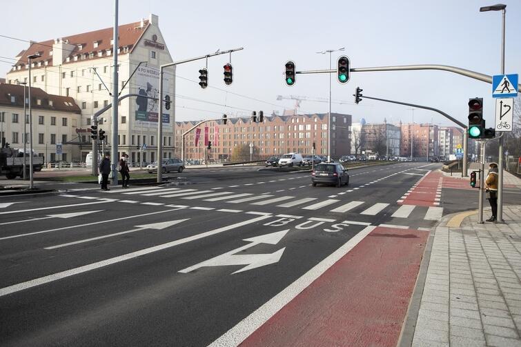 Przejście naziemne przy skrzyżowaniu Podwala Przedmiejskiego z ul. Chmielną działa od listopada 2018 r.