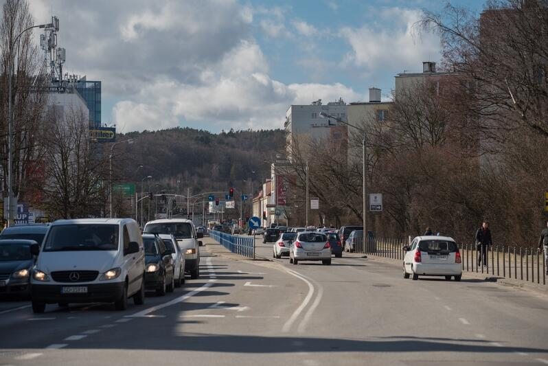 Droga rowerowa wzdłuż ul. Kołobrzeskiej to inwestycja oczekiwana od lat, będzie realizowana łącznie z wymianą sieci wodociągowo - kanalizacyjnej