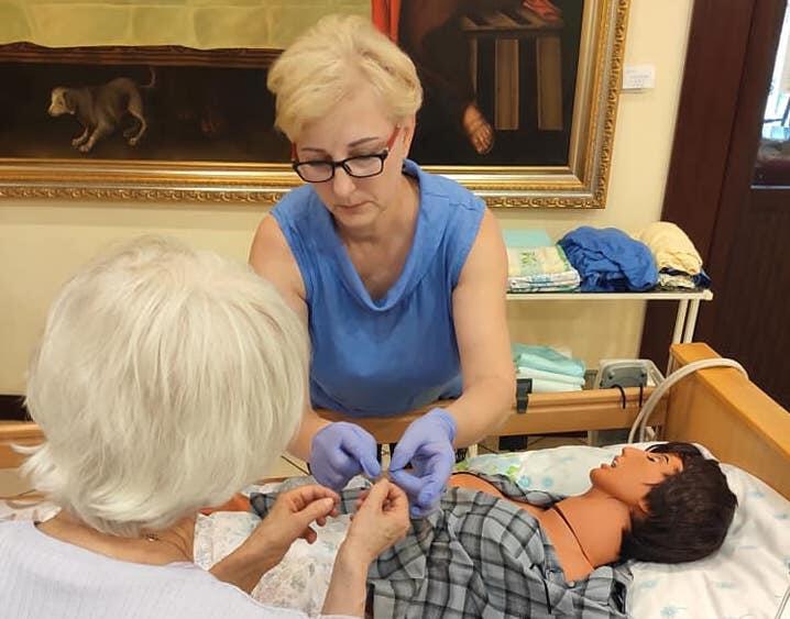 Osoby sprawujące opiekę nad niesamodzielnymi bliskimi mogą wziąć udział w praktycznych warsztatach.