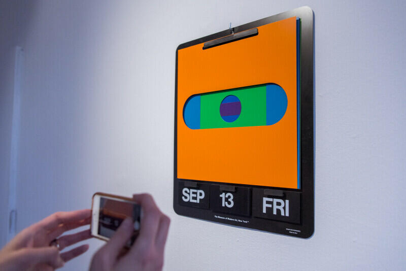 Wśród dzieł, które można zobaczyć, jest kalendarz Dana Reisingera, zaprojektowany dla słynnego Museum of Modern Art w Nowym Jorku