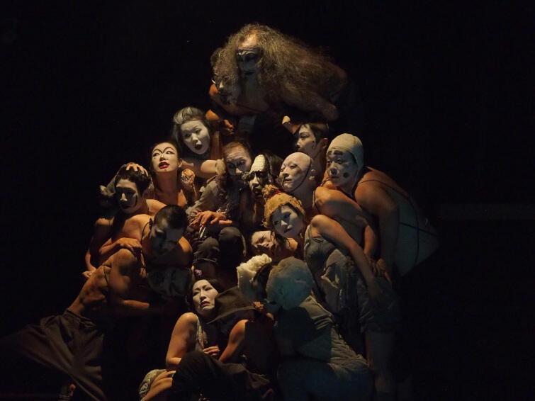 """Dramat """"Wskazówki dla poddanych"""" (jap. """"Nuhikun"""") jest z kolei przez niektórych krytyków japońskich określany mianem najbardziej dojrzałego w dorobku artystycznym Terayamy Shūjiego"""
