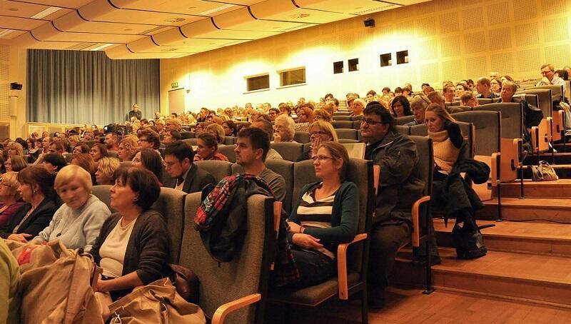 Na wykładach pojawia się nawet po 200-300 osób. Obecnie - po 12 latach działalności - Akademia+ ma 1700 słuchaczy