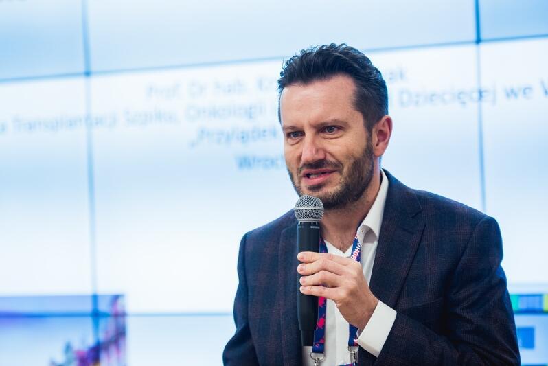 Prof. Krzysztof Kałwak, specjalista transplantologii z Uniwersyteckiego Centrum Klinicznego we Wrocławiu, który dał Borysowi drugie życie