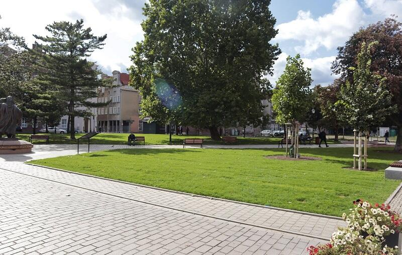 Park Świętopełka z nowiutkim trawnikiem