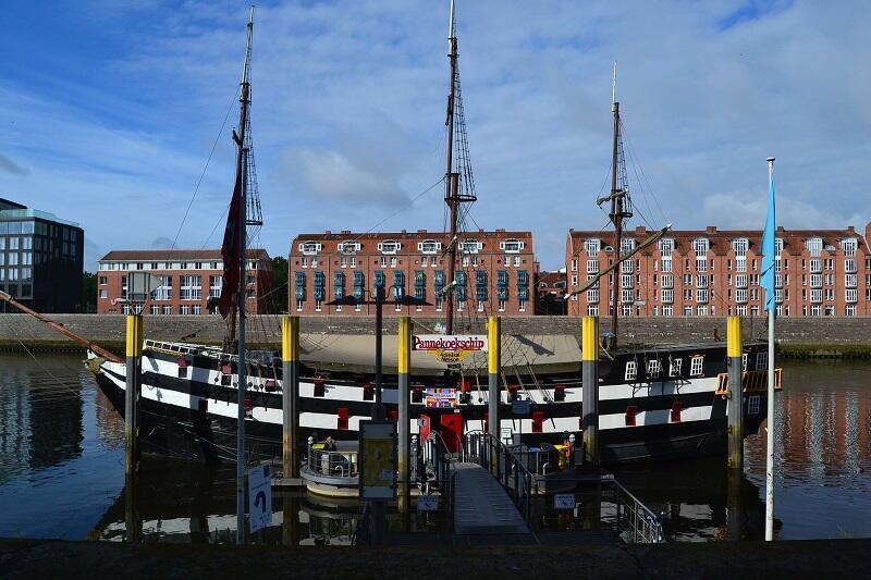 Nabrzeże portowe rzeki Wezery w Bremie