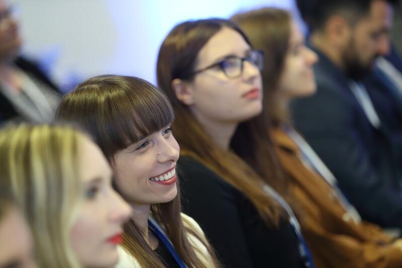Stypendia Intela i Fundacji Edukacyjnej Perspektywy przeznaczone są dla maturzystek i studentek, które studiują na polskich uczelniach na kierunkach takich jak: informatyka, robotyka, automatyka, elektronika, energetyka itp. i są w tym świetne