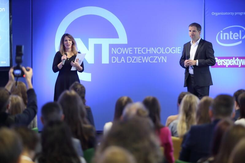 Joanna Lisiecka - dyrektor programowa Fundacji Edukacyjnej Perspektywy oraz Michał Dżoga, który odpowiada w Intel Poland za projekty strategiczne
