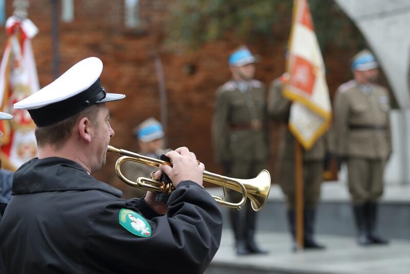 Uroczystość odbyła się jak co roku - na Podwalu Staromiejskim, przy pomniku 'Tym, co za polskość Gdańska'