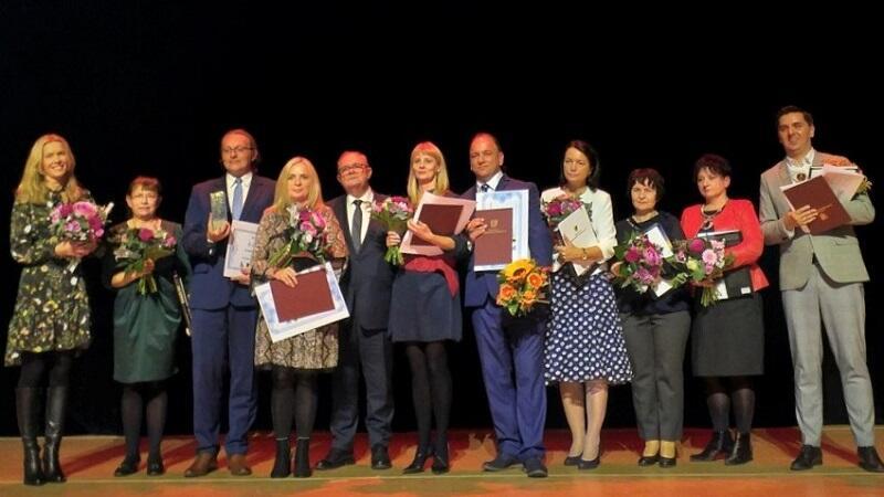Finaliści konkursu Nauczyciel Pomorza 2019. Główną nagrodę i tytuł Nauczyciela Pomorza 2019 otrzymał Robert Cyrta (na zdjęciu trzeci z lewej strony)